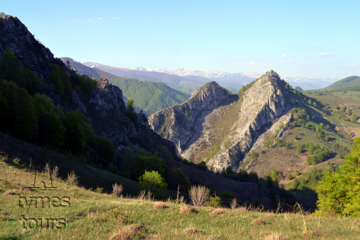 limestone ridges in the central area of the Cerna Valley